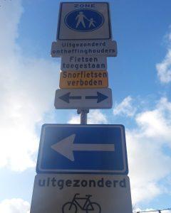 Verwarrend die verkeersborden