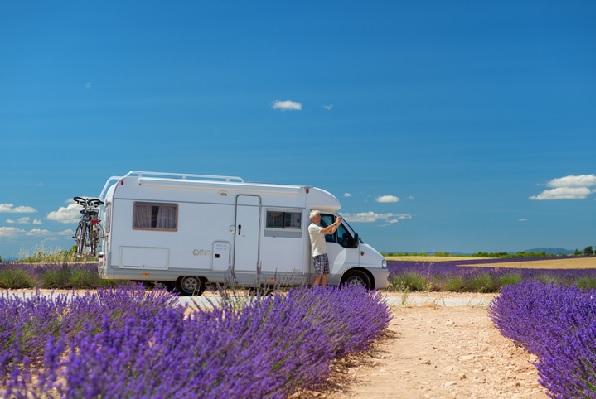 Caravana: camper, kamperen, caravan, fietsen